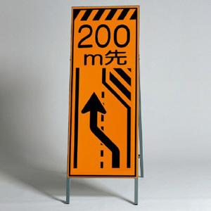 高輝度反射標示板 381−24 右車線減少 200M先